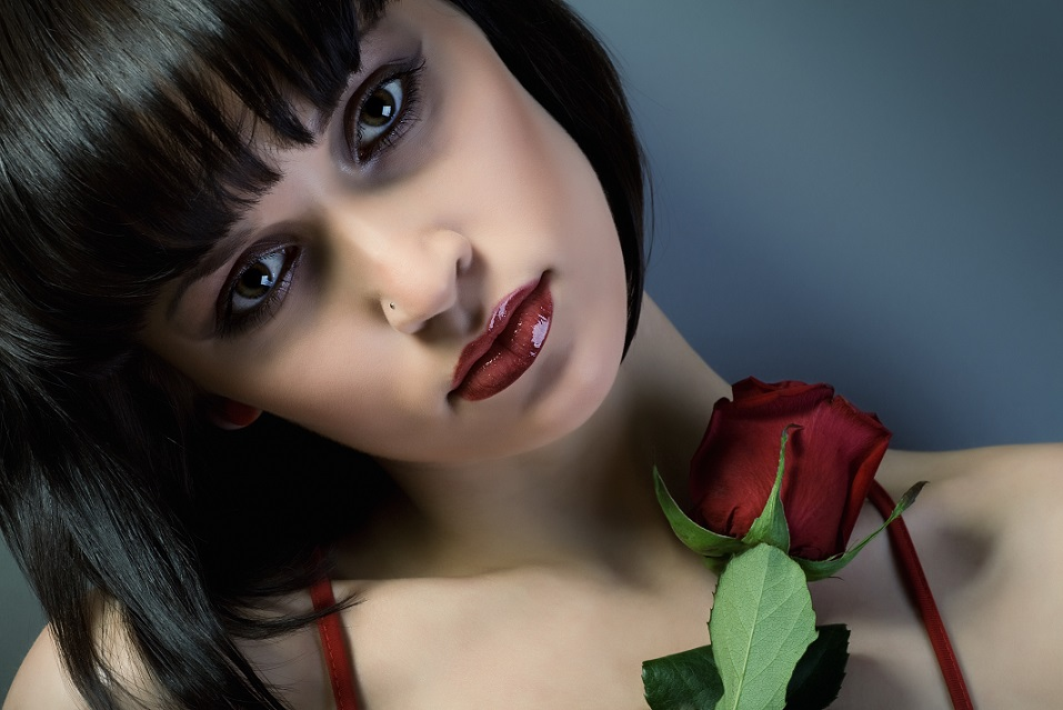 Lady-with-red-rose_medium