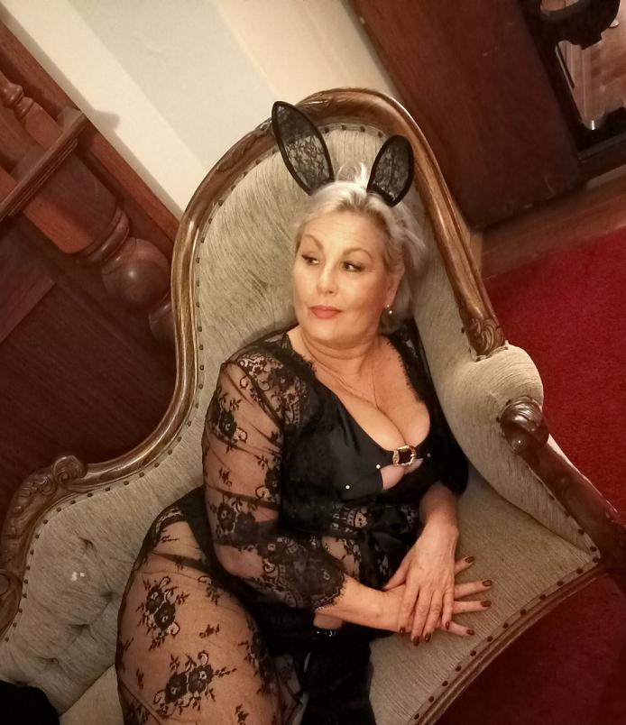 Sandy - Mature Blonde Aussie BBW at Ada Rose Fremantle